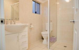 Sapphire Cottage bathroom