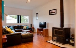 Sapphire Cottage lounge